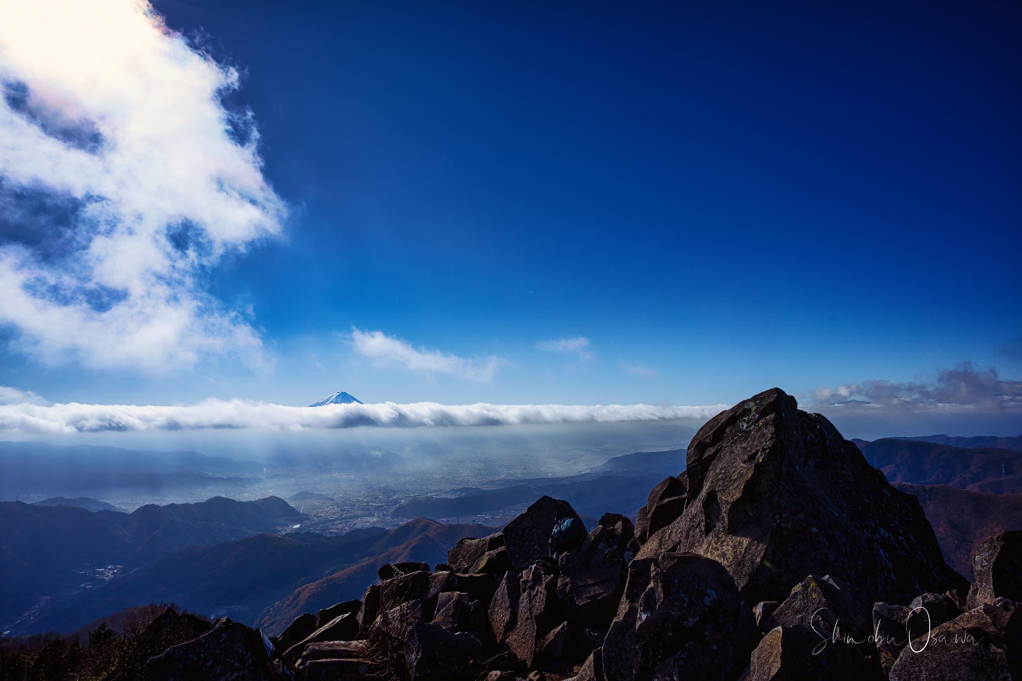 乾徳山の山頂から